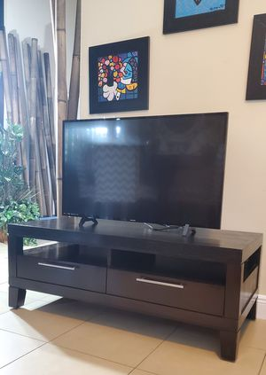 Expresso wood Tv stand for Sale in Boca Raton, FL