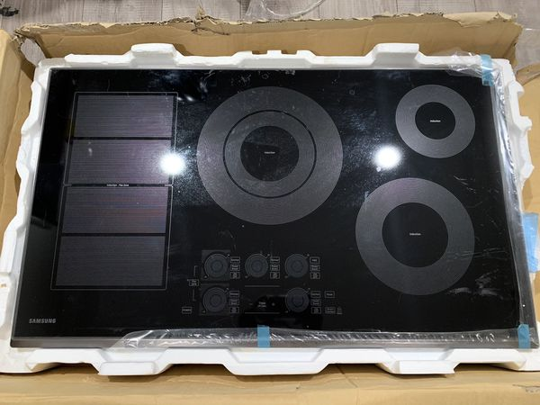 """SAMSUNG 36"""" BUILT-IN INDUCTION COOKTOP WITH FLEX COOKZONE NZ36K7880UG"""