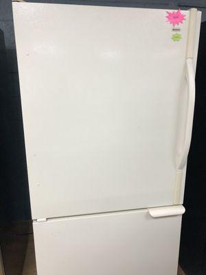 Kenmore white bottom freezer refrigerator for Sale in Woodbridge, VA