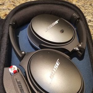 Bose QC25 Noise Cancelling Headphones for Sale in San Diego, CA