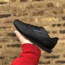 Reebok Black Classic Leather GS for Sale in Lyons,  IL