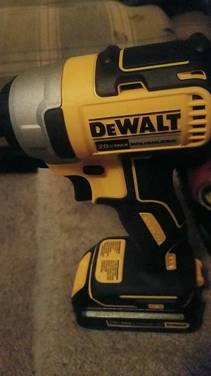 dewalt 20v and Makita 18v impacts includes 2 battery and chargers for Sale in Biloxi, MS