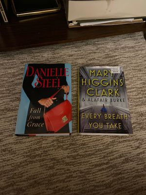 Books- Danielle steel and Mary Higgins Clark for Sale in Prospect Heights, IL