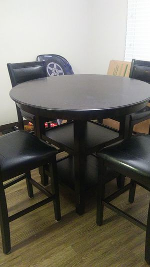 Dinning Table & 4 Matching Chairs for Sale in Lake Grove, OR