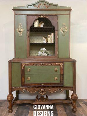 Antique cabinet for Sale in Eldersburg, MD