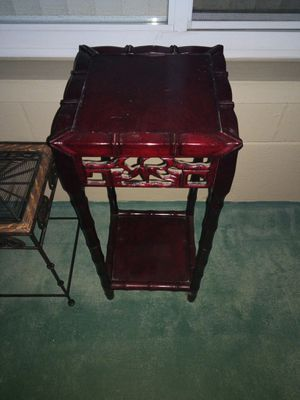 Small wood end table for Sale in Clearwater, FL