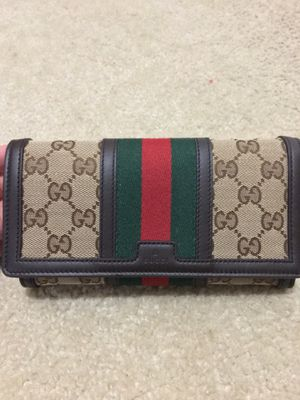 Gucci wallet NEGOTIABLE for Sale in Fairview Heights, IL