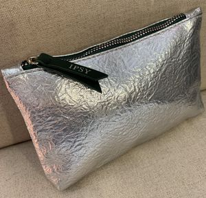 New- IPSY Cosmetic/Accessories Beauty Case/ Color-Metallic Silver & Emerald for Sale in Calimesa, CA