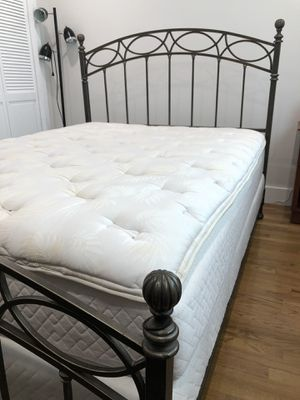 Queen iron frame with headboard for Sale in Miami, FL