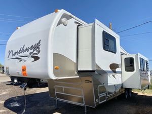 1998 Hitchhiker Northwest 3 Slides 5th wheel trailer for Sale in Mesa, AZ