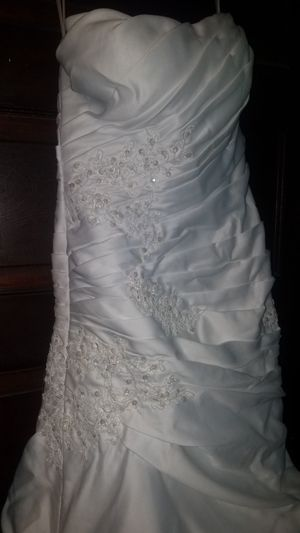 Wedding Dress ~Stored ~Never worn ~Size 2 for Sale in Pittsburgh, PA