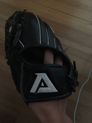 Lefty akadema glove for Sale in North Bergen, NJ