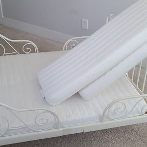 Great Condition- IKEA Toddler Bed (w/ Mattress Extensions For Growth), White for Sale in Decatur, GA