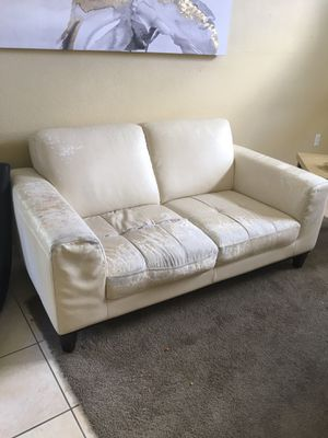 Leather couch for Sale in Kissimmee, FL
