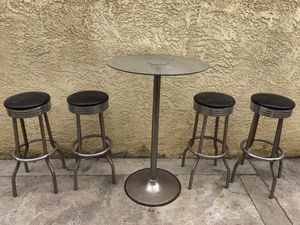 Bar stools and table set for Sale in Los Angeles, CA