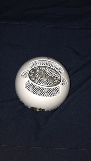 Blue snowball ice (NO STAND) for Sale in Plainville, CT