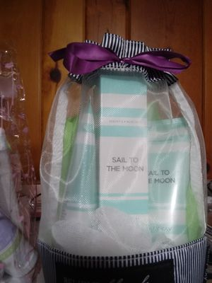 Mary Kay Sail to the Moon bath set for Sale in Westland, MI
