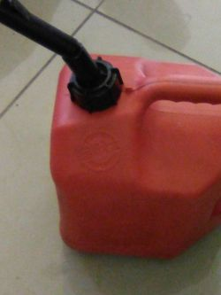 2 GAL GAS CAN for Sale in Fort Myers,  FL