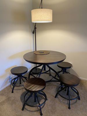 5 Piece Dining Table Set. (4 Barstools + Table) for Sale in Pensacola, FL