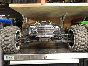 Arrma Kraton 8s with proline beadlock and badland mx43 tires and 2 4s lipo for Sale in Vista, CA