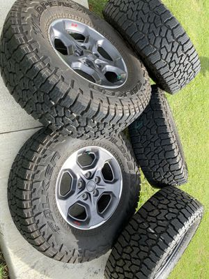 Jeep gladiator wheels brand new 285 70 17 for Sale in Grand Prairie, TX