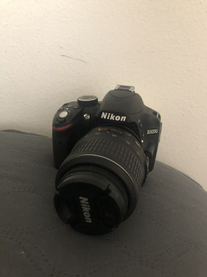 Nikon D3200 Like Brand New (LINK FOR SHIPPING OPTION IS IN THE LISTING) for Sale in San Antonio, TX