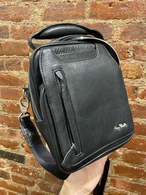 Tony Perotti Leather bag UNISEX. for Sale in Brooklyn, NY
