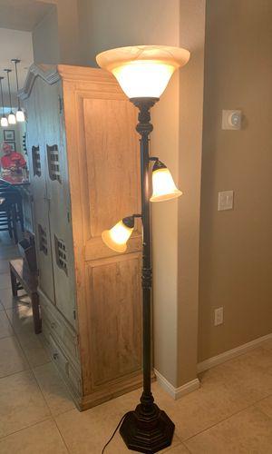 Floor lamp for Sale in Hemet, CA