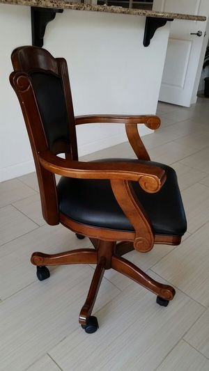 Wooden game chair, like new, excellent condition for Sale in Phoenix, AZ