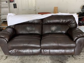 Leather Couch Free Delivery for Sale in Murfreesboro,  TN