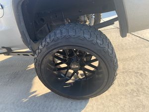 "24x14 wheels 35"" tires lift kit for Sale in Fresno, CA"