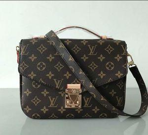 Louis Vuitton bag/purse for Sale in Seattle, WA