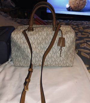 Michael kors large Kirby satchel for Sale in Woodbridge, VA