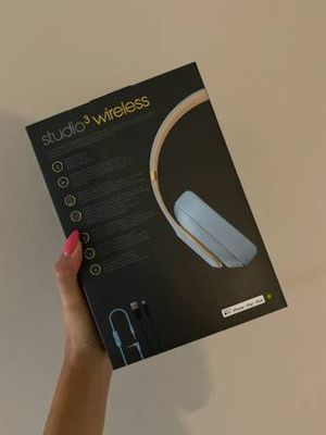 Beats Studio 3 Wireless Headphoness/ Skyline Collection [CRYSTAL BLUE] - $300 (Valley Village) for Sale in Los Angeles, CA