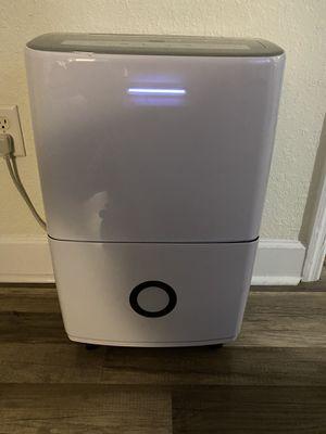 Frigidaire FFAD7033R1, 70 Pint, White Dehumidifier for Sale in Orlando, FL