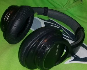 ❤❤❤👀SONY MDR-ZX770BN WIRELESS NOISE CANCELLING HEADPHONES!!!❤❤❤👀 for Sale in Everett, WA