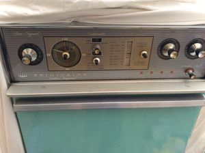 Free Vintage Double Oven for Sale in Portland, OR