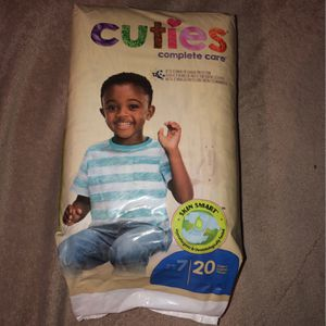Cuties Diapers Size 7 for Sale in East Los Angeles, CA