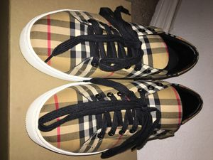 Burberry shoes size 41 for Sale in Lutz, FL