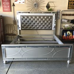 Brand New King Glam LED Bed 👉🏻 Please Read Description 👀 for Sale in Las Vegas,  NV