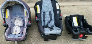 Baby carseats, 2 carriers, 2 bases Graco Clik Connect, $40.00 for Sale in Highland Haven, TX