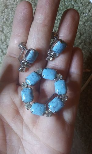 Vintage robins egg blue glass & rhinestone brooch screw back earring set for Sale in Tullahoma, TN