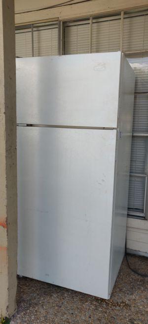 Whirlpool fridge for Sale in San Antonio, TX