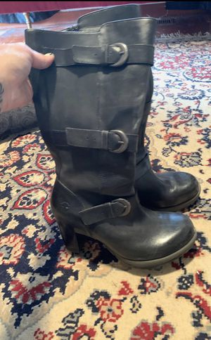 Women's siZe 9 Dr. Martin's heeled boots for Sale in Fife, WA