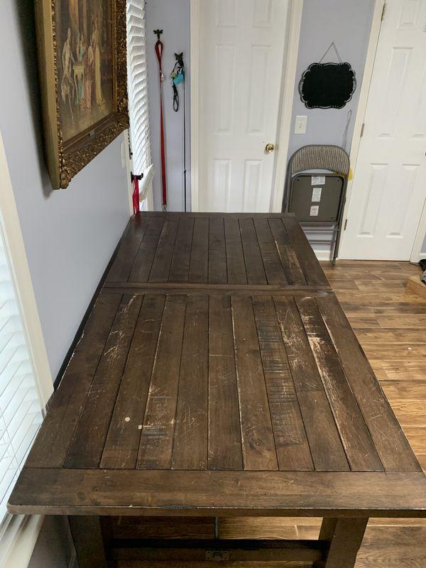 Kuolin Dining room table