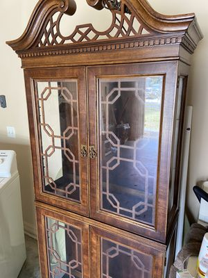 China cabinet Antique- Excellent condition Glass shelves & Light inside for Sale in Clermont, FL