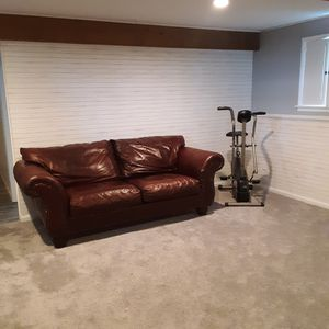 1 Leather Couch. for Sale in Fairfax, VT