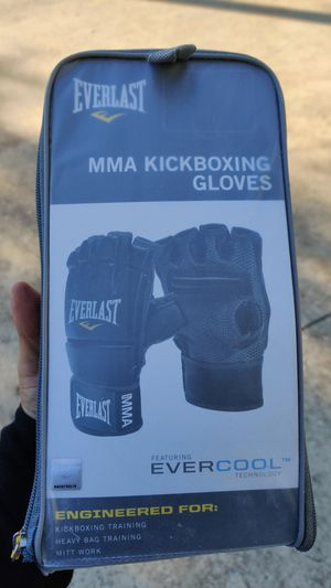 Ufc gloves and wraps for Sale in Sugar Land, TX