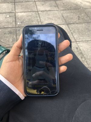 iPhone 8 for Sale in Brooklyn, NY