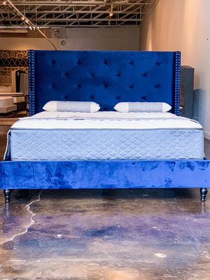 """King Size Blue Tufted Bed with 10.5"""" Premium Quilted Plush Mattress Free Delivery for Sale in Dallas, TX"""